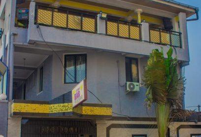 le Star Bar est situé à Kinshasa lingwala  chambres comprennent un coin salon pour davantage de confort