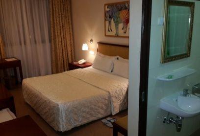 l'Hotel Kirikou chambres simple de cet hôtel disposent aussi de la climatisation, d'une télévision par câble