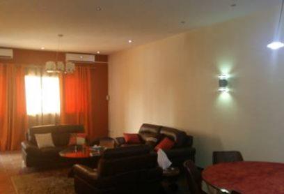 L'Appartement Ima propose un appartement climatisé avec un balcon donnant sur la ville à Kinshasa